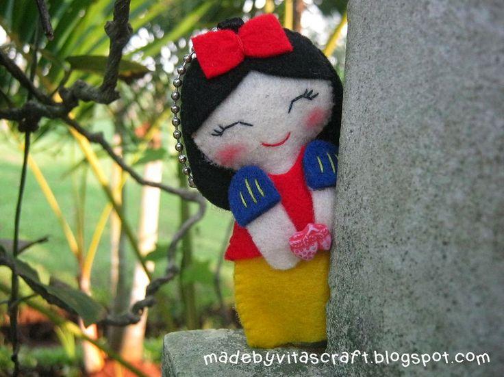 Snow White Disney Princess Felt Doll Keychain 2