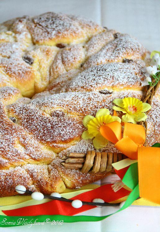 Unavená vařečka: Velikonoční kynutý věnec