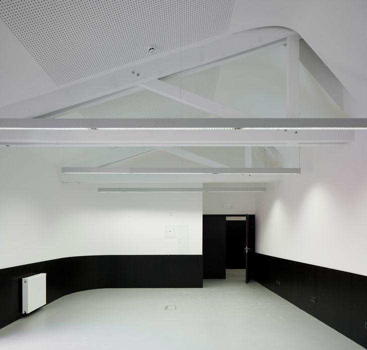 pitagoras arquitectos: advanced center for post-graduate education