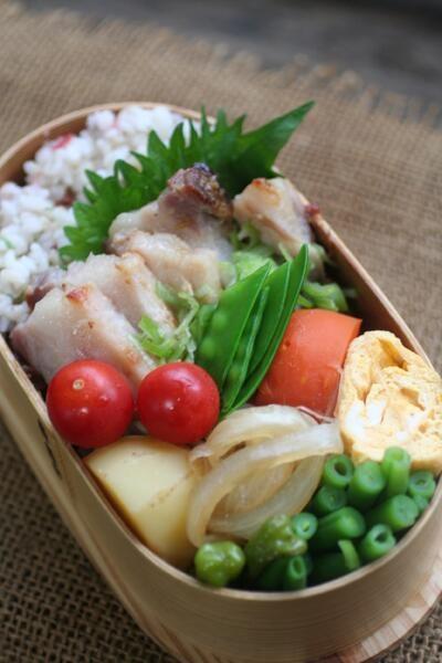 Twitter from @be_beejp 今日のお弁当は、ジャガイモ煮と焼き豚弁当 #obentoart