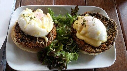 Egg Benedict, Portobello Mushrooms
