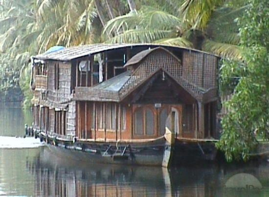 Houseboat, I would LOVE one of these  -  To connect with us, and our community of people from Australia and around the world, learning how to live large in small places, visit us at www.Facebook.com/TinyHousesAustralia or at www.tumblr.com/blog/tinyhousesaustralia  .