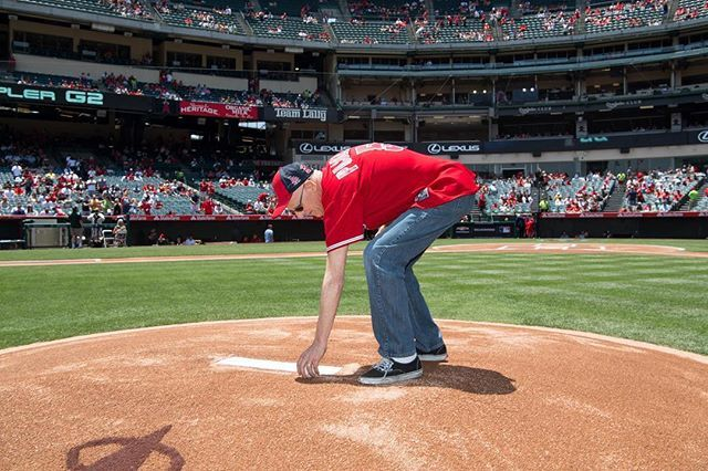Last chance to enter our #MyAngelsDad Contest! Post a photo of you and your dad with #MyAngelsDad for a chance to win 4 tickets to Sunday's game and the opportunity for your dad to deliver the official game ball #AtTheBigA! Rules: angels.com/myangelsdad Share your photo by 11:59am PT today!  -      Angels Photo Stream | MLB.com