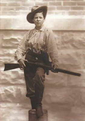 Pearl Hart (1871-1955), female outlaw. Pearl needed money to send home to her sick mother. Along with her partner Joe Boot, she robbed a stagecoach in May 1899 near Cane Springs Canyon, Arizona. Pearl was arrested, escaped from prison, and was captured again and this time sent to the Yuma Territorial Prison. Later, she joined Buffalo Bill's Wild West Show.