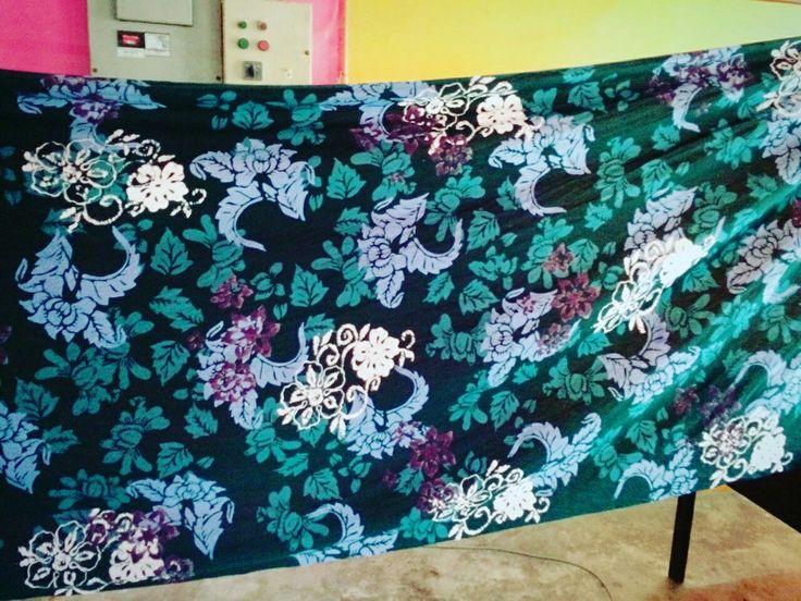 Ada sesiapa nak kain batik blok pelbagai meter boleh dapatkan dari Batik SQ Collection..  100% batik blok original 100% handmade Fb : Akram Yani  Whatsapp : 0145199829 #handmade #anakkampung #anakkraf #batikman #batikdesigner