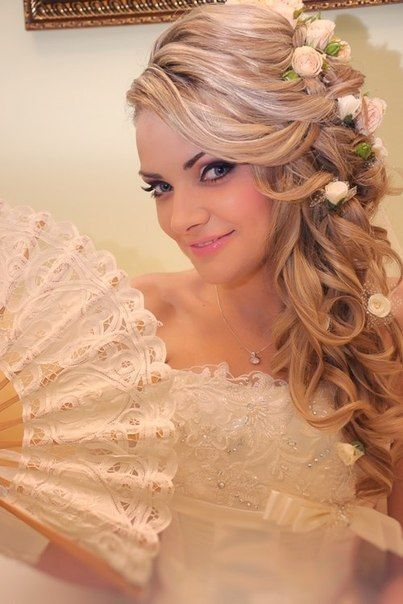Bride with curls and fan #hot #sexy #hairstyles #hairstyle #hair #long #short #medium #buns #bun #updo #braids #bang #greek #braided #blond #asian #we