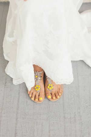 toenails to match the wedding colors? how fun!!