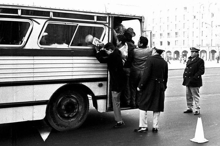 """Cd Méx en el Tiempo on Twitter: """"Subiendo al transporte público en el Zócalo, 1968: https://t.co/7uYgK051Ks https://t.co/JnZp1gSi4r"""""""