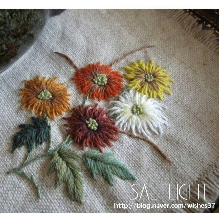 "176 Likes, 9 Comments - 소금빛 자수 saltlight embroidery (@saltlight_) on Instagram: ""리넨에 리넨실로 수놓기 #소금빛자수 #자수매트 #리넨자수실 #자수재료 #손끝에서피는꽃과자수 #입체자수꽃나무열매 #내츄럴리넨 #모사자수실 #자수 #리넨 #입체자수 #울실…"""