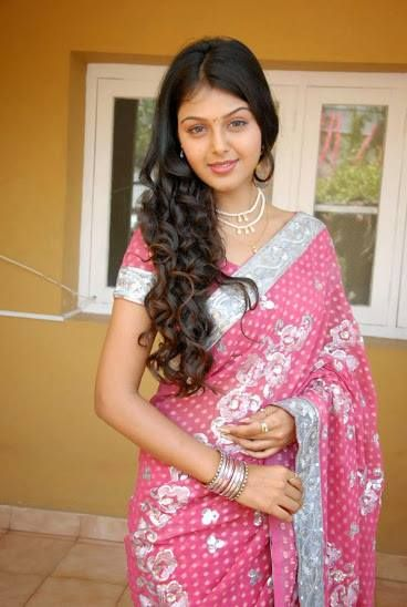 sexy indian girl in pink saree. http://bit.ly/desigirlspic