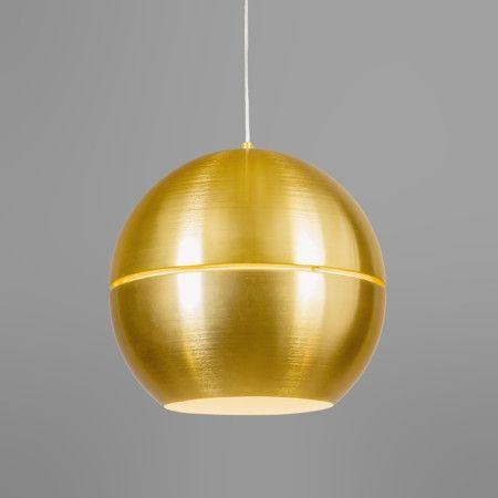 Een prachtige ronde koperkleurige bol als hanglamp in de woonkamer.Wij komen steeds meer woonaccessoires tegen met goud of messing kleur.Het komt echt weer in !!!!!!!!