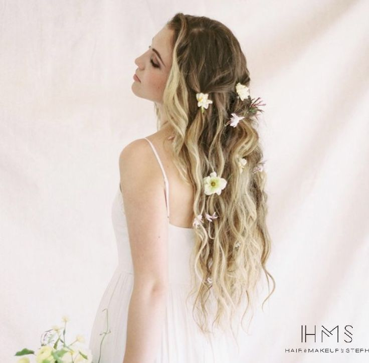 Locks of love ♥ What better way to spruce up your beachy waves than with fresh flowers? #hairandmakeupbysteph #weddinghair #longhairdontcare #flower