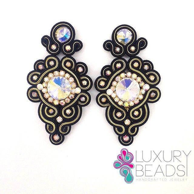 Statement earrings! #soutache #luxurybeads #beadwork #beads #soutachemania #beunique #musthave #accesories #accesorios #handcrafted #orecchini #zarcillos #aretes #dominicanrepublic #artesan #earrings
