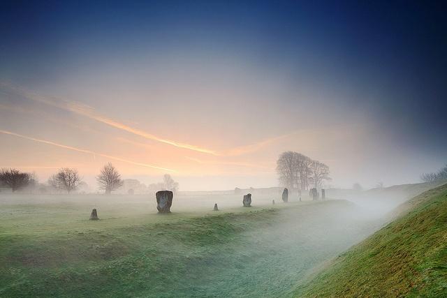 Morning mist Avebury