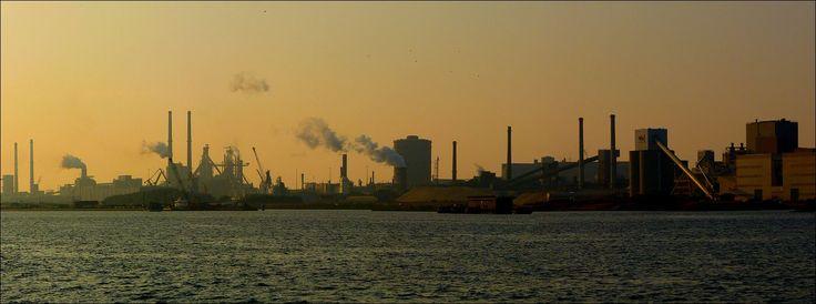 Bij IJmuiden... de Hoogovens, nu 'Tata-Steel'