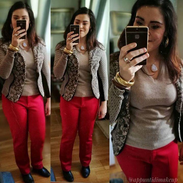 So che questi pantaloni senza marca non mi stanno particolarmente bene (se non fosse per lo splendido punto di rosso mi avrei già regalati o buttati) ma spero di aver rimediato con il maglioncino @liberomilano rubato al fidanzato e la splendida giacca @sandroferroneofficial  #outfit #OOTD #outfitoftheday #appuntidimakeup #igers #igersitalia #ibblogger #bblogger #igersroma #love #picoftheday #photooftheday #amazing #smile #instadaily #followme #instacool #instagood http://ift.tt/1TFKZ3u