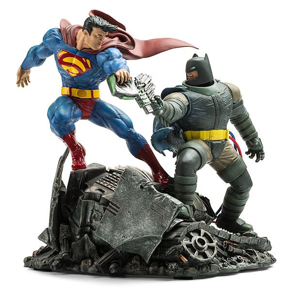 The Dark Knight and the Man of Steel face off in this hand-sculpted cold-cast porcelain recreation of the infamous scene from Frank Miller's classic comic, Batman: The Dark Knight Returns.