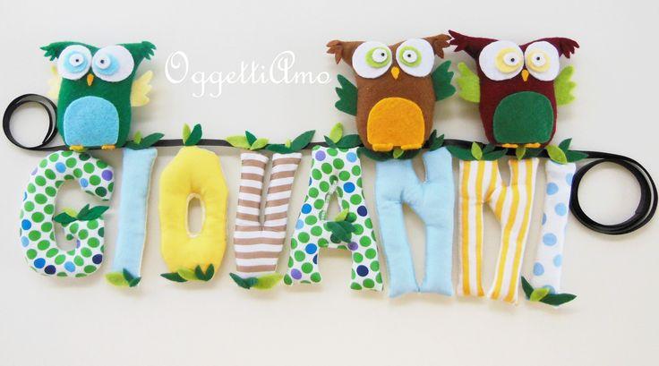 Coccarda in stoffa realizzata a mano con gufi e nome bambino. Handmade fabric chain with owls and baby newborn name.