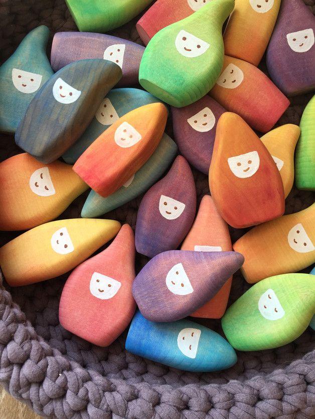 Über einen Regenbogen sind sie gekommen, allesamt in leuchtenden Farben.   Die kleinen Wichtel zum überall mit hin nehmen.   Die Wichtel gibt es in verschiedene Farben  Das Angebot bezieht...