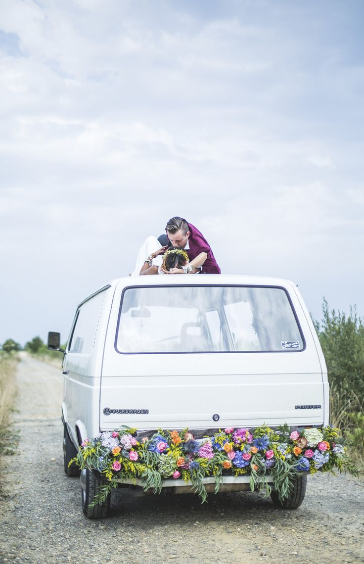 Wild & Just Married, editorial for Bippity Magazine Crédits PHOTOGRAPHIE : An Lalemant DA : Lise Mailman FLEURS : Céline Zilly MAKE-UP : Audrey Coppens VIDEO : Enarro MODELES : Elena & Thomas