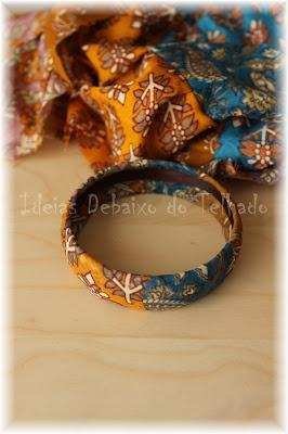 Forrar pulseiras com trapilho - colar uma fita de cetim no interior para tapar remates                                                                                                                                                                                 Mais