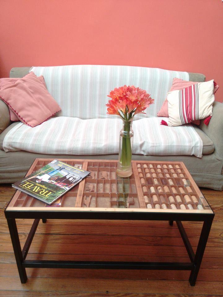 Mesa hecha en Argentina, Buenos Aires. Tabla hecha con un cajón tipográfico y base de hierro. Consultar a joaquinstumpo@gmail.com
