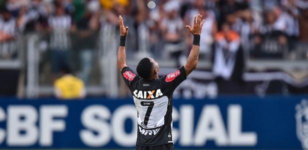 robinho-comemora-gol-do-atletico-mg-no-empate-com-o-flamengo-1477854802693_615x300.jpg (615×300)