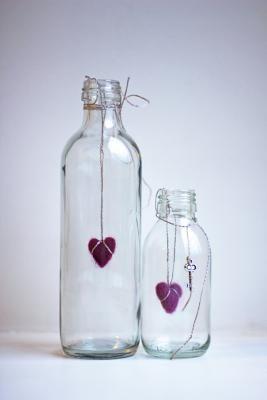 Cómo hacer decoraciones navideñas con botellas de vidrio | eHow en Español