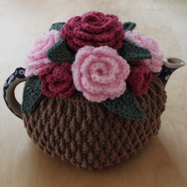 Crochet Pink Roses Tea Cosy. Some day I'll learn to crochet.