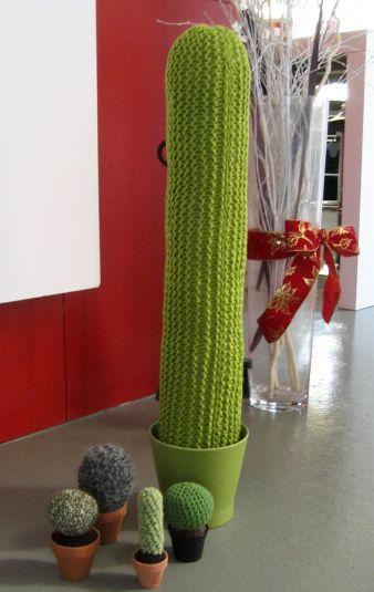 [Envie de cactus tout doux et qui durent toujours...] Cactus géant au tricot et petits cactus au crochet, vous avez le choix de la technique !!! Par Mlle Mirabelle #concourstricot