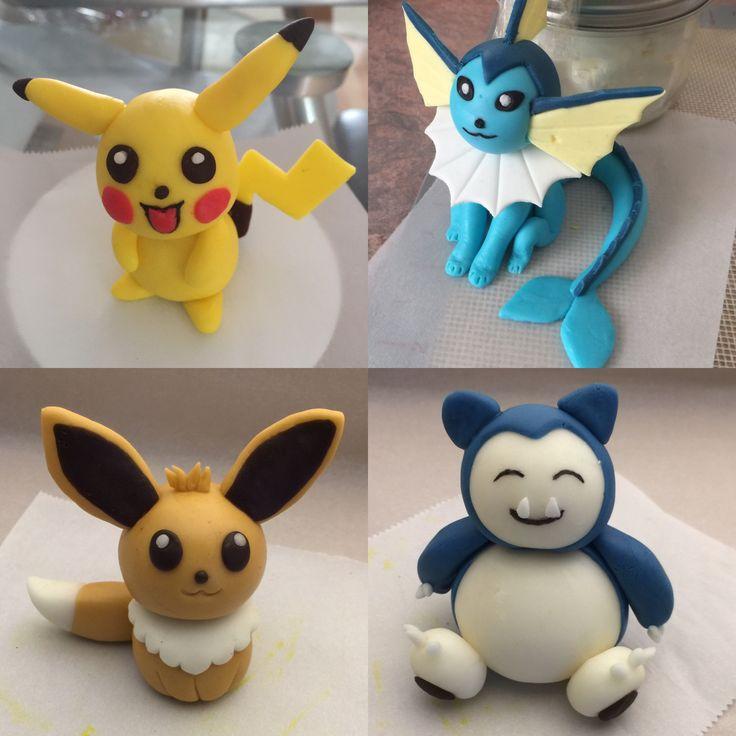 Pokémon characters in fondant: Pikachu, Vaporeon, Eevee and Snorlax d'autres figurines pokemon : http://amzn.to/2luw5mX