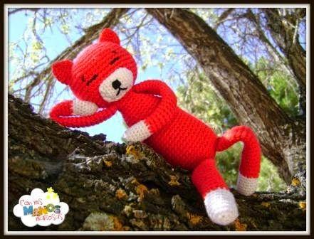 Patrón del clásico Amigurumi, el gatito AMINEKO. Entra en http://conmismanosmaniosas.blogspot.com.es/ y encontraras este y más patrones.