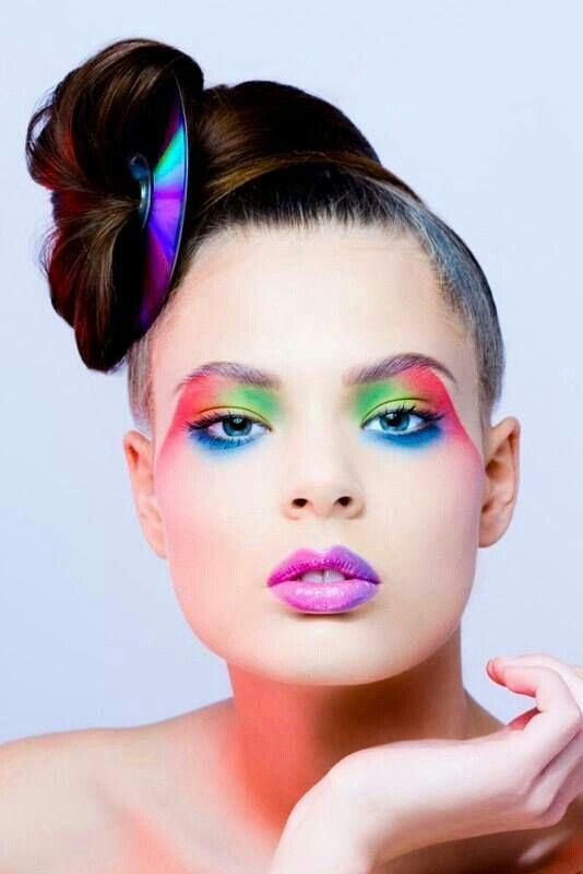 Sombra de ojos , colores , arte en la cara