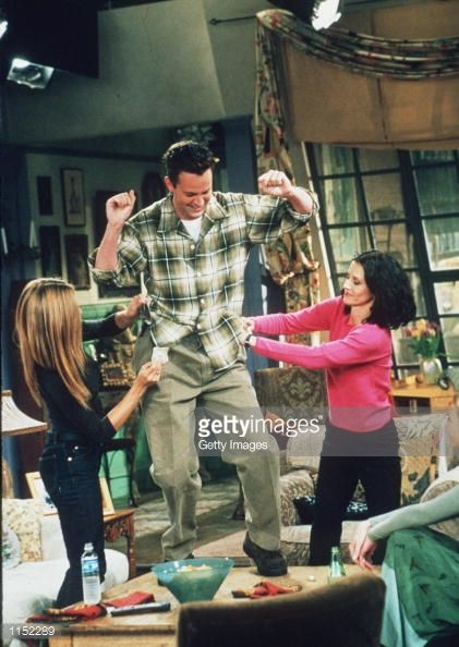 News Photo : Matthew Perry, Jennifer Aniston, and Courteney...
