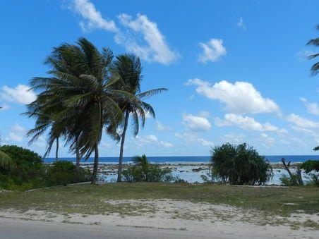 Mein erster Eindruck von Nauru, abends nach dem Check-in in der Ewa-Lodge bei Capelle&Partners; Blick auf den Strandabschnitt vor der Lodge