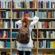 Amazon will mit seinen eigenen Büchern in den Buchhandel. Der Konzern hat einen Vertrag mit einem großen Zwischenhändler abgeschlossen. Dadurch bedroht sind vor allem die Verlage. Für sie brechen noch härtere Zeiten an. Ein Kommentar.