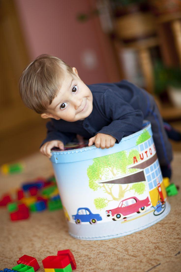 Kulatá krabice na hračky série Krtek. Round box for toys Krtek edition.