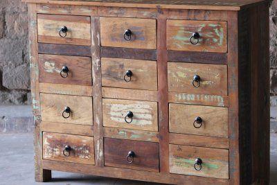 Byrå av återvunnet trä - tolv lådor 4950:-