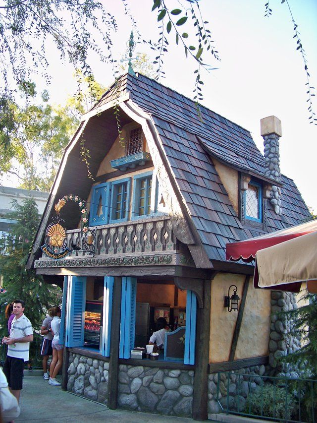 """Every Single Restaurant at Disneyland, Ranked (drives me nuts that they refer to disneyland as """"magic kingdom"""" but good info)"""