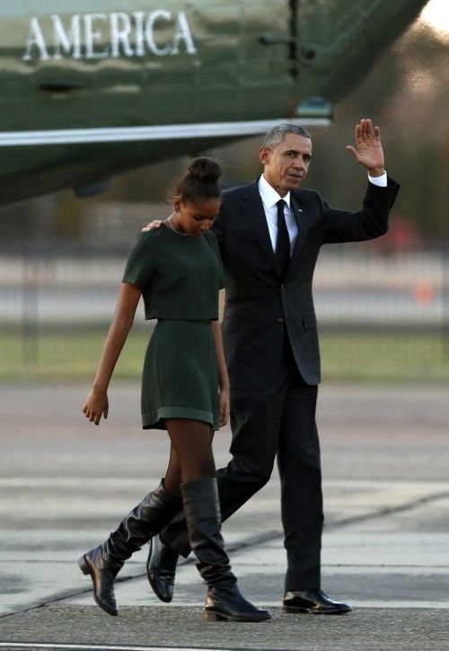 elegantpaws: celebritiesofcolor:Barack Obama waves as he walks from Marine One to Air Force One with Sasha Obama Saturday, March 7, 2015 Elegant! She shot up to match Malia. Boot game incredibly strong.