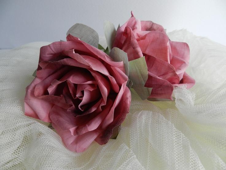 Flores de tela hechas con batista pintada a mano en tonos degradados - Flores de telas hechas a mano ...