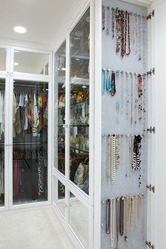 """Closet, com roupa, bolsa, sapato, jóias e tudo que tem direito, no especial """"DRESSING ROOM"""" acesse e confira www.decorandocomclasse.com.br"""