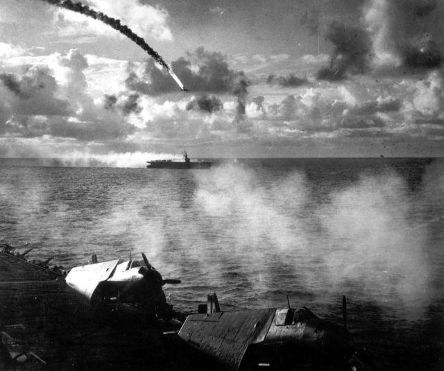 Um avião japonês de zero derrubado sobre o Pacífico durante a segunda guerra mundial. Esses aviões serviu os pilotos kamikazes