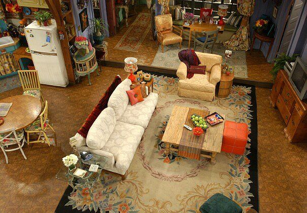 Friends25 Behind The Scenes In Monica S Apartment Friends Apartment Decor Monicas Apartment Friends Apartment