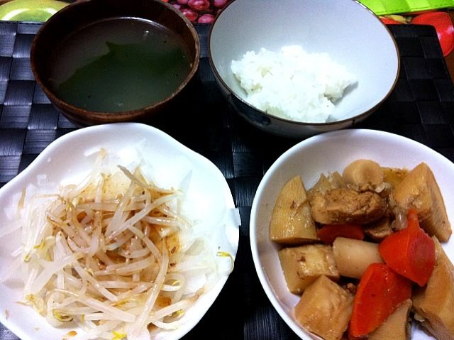 本日の家ご飯♫ 久々に純和風な夕食! - 25件のもぐもぐ - 筑前煮、もやしサラダ、ニンニクわかめスープ by manilalaki