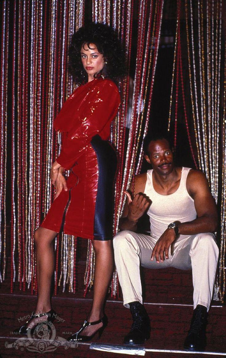 Anne-Marie Johnson & Keenen Ivory Wayans in I'm Gonna Git You Sucka (1988)