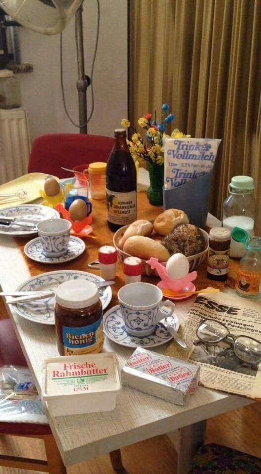 DDR Frühstücks Tisch ... < https://de.pinterest.com/sandras2430/ostalgie/
