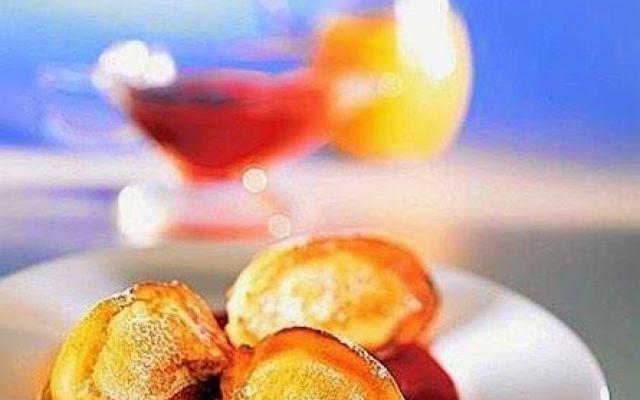 Frittelle di ricotta con salsa di mango e frutti di bosco. #ricettedolcidessert