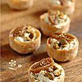 Jolies, jolies les croustades pour un p'tit buffet ... Crème de chèvre frais (100 g) et de purée de pistache (1 cuillère à soupe) à...