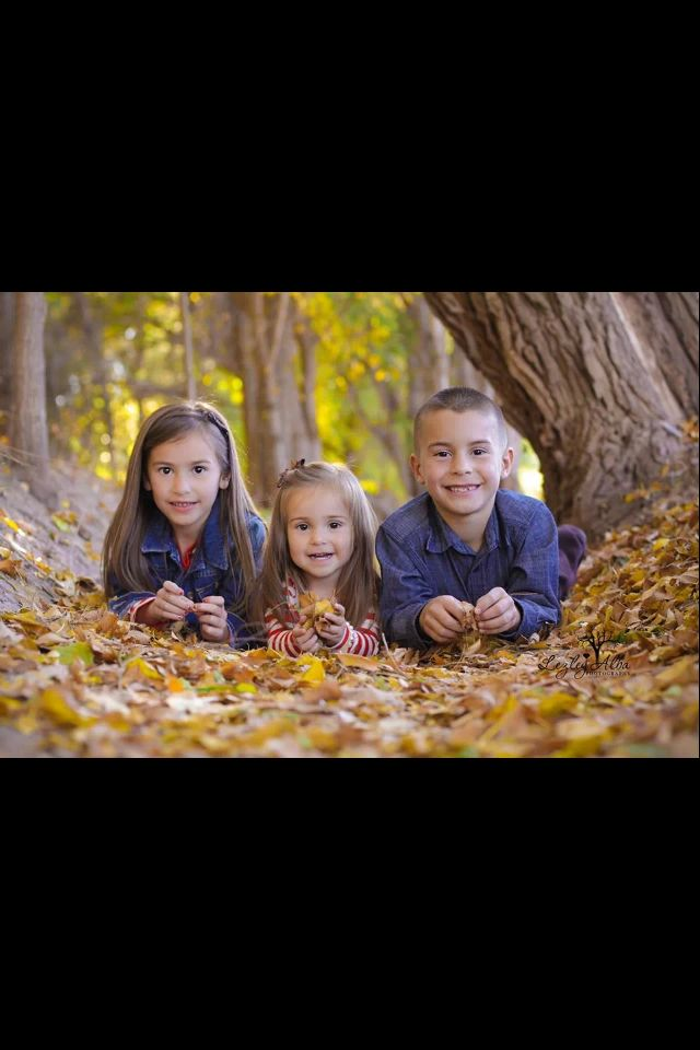 Fall photo ideas, sibling pose, photographing children, family photo ideas www.lezleyalbaphotography.zenfolio.com